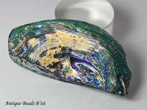 【1803】古代ローマングラス半透明濃青色銀化残欠片大型TOP-A2(丸環付)【とんぼ玉】【アンティークビーズ】【ビーズ】【パーツ】【ローマングラス】【骨董】【antiquebeads】【beads】【古代ガラス】【送料無料】