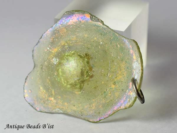 【1803】古代ローマングラス薄緑色銀化残欠片大きめTOP-B3(丸環付)【とんぼ玉】【アンティークビーズ】【ビーズ】【パーツ】【ローマングラス】【骨董】【antiquebeads】【beads】【古代ガラス】【送料無料】