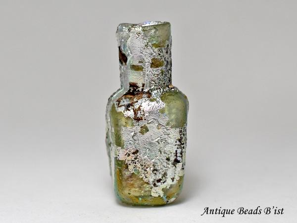 【1910】古代ローマングラス激しい銀化四角小瓶 ボトル(高さ約4,5Cm)【とんぼ玉】【トンボ玉】【アンティークビーズ】【ローマンガラス】【ビーズ】【骨董】【送料無料】【Ancient Roman glass】【beads】