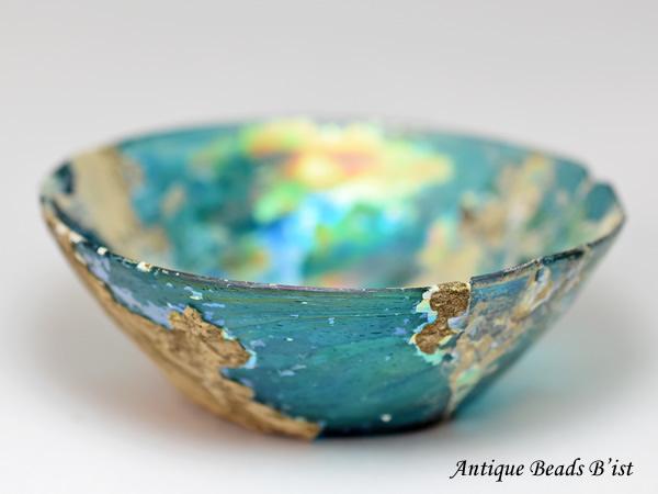 【1910】古代ローマングラス半透明エメラルドブルー虹色銀化碗(口径約11.8Cm)【古代ガラス】【トンボ玉】【アンティークビーズ】【ローマンガラス】【ビーズ】【骨董】【送料無料】【Ancient Roman glass】【beads】
