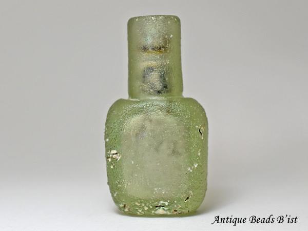 【1910】古代ローマングラス銀化偏平四角小瓶 ボトル(高さ約7.0Cm)【とんぼ玉】【トンボ玉】【アンティークビーズ】【ローマンガラス】【ビーズ】【骨董】【送料無料】【Ancient Roman glass】【beads】