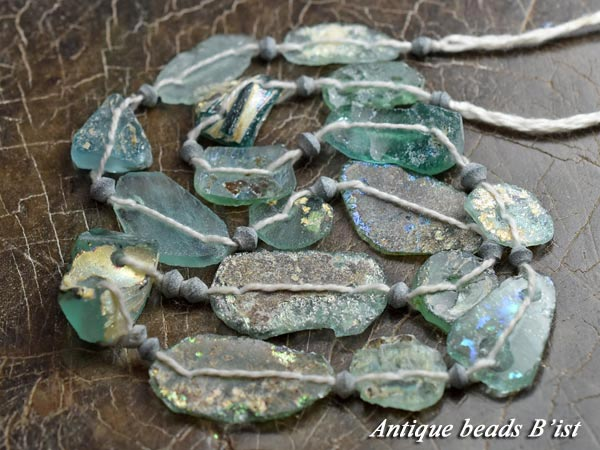 【1611】ローマングラス銀化2つ穴残欠片ビーズ一連1【とんぼ玉】【アンティークビーズ】【ビーズ】【パーツ】【ローマングラス】【antiquebeads】【beads】【骨董】【ガラスビーズ】