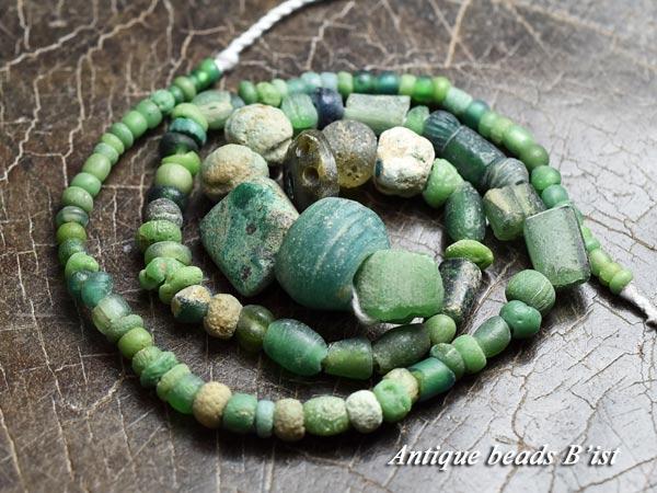 【1712】古代ローマン黄緑色小粒ビーズMIX一連4【とんぼ玉】【アンティークビーズ】【ローマングラス】【ビーズ】【パーツ【骨董】【antiquebeads】【beads】【ハンドメイド】【送料無料】【ガラスビーズ】