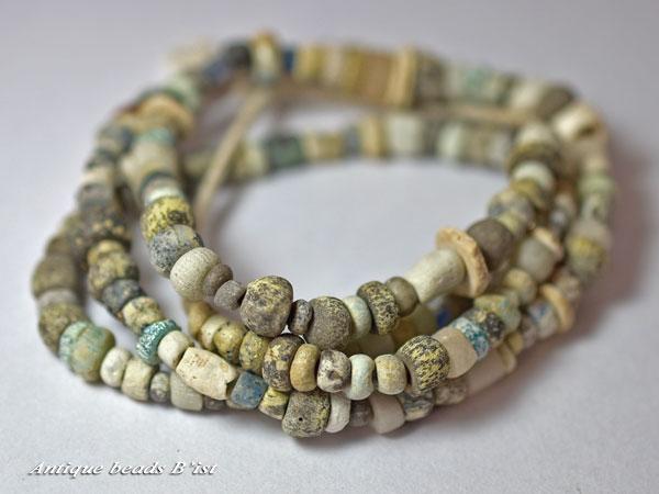 【1802】古代ローマン渋い小粒ニラビーズ一連2【とんぼ玉】【アンティークビーズ】【ローマングラス】【ビーズ】【パーツ】【骨董】【antiquebeads】【beads】【ガラス】【ガラスビーズ】