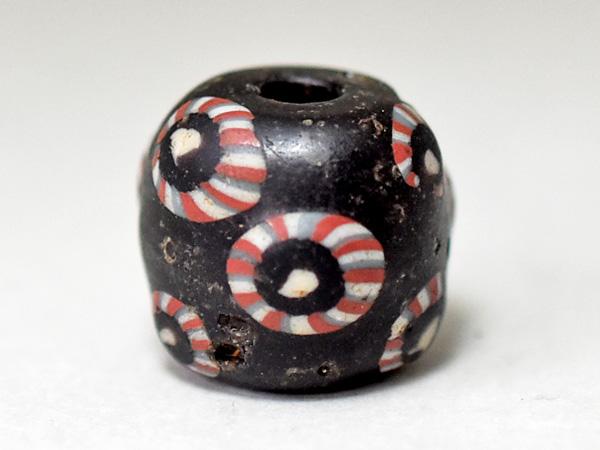 【2002】ヴァイキング多嵌眼貼付漆黒玉C3【とんぼ玉】【トンボ玉】【送料無料】【骨董】【ガラス】【ビーズ】【ローマングラス】【antiquebeads】【beads】【古代玉】【ancient Roman beads】