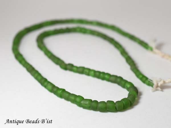 濃淡あります とんぼ玉 アンティークビーズ 大幅値下げランキング 人気海外一番 1810 ジャワセミクリアグリーン中小粒ビーズ一連A 蜻蛉玉 パーツ ハンドメイド ビーズ ガラスビーズ beads