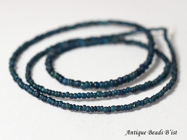 【1901】ビルマ出土インディゴブルー小粒ビーズ一連B9【とんぼ玉】【アンティークビーズ】【ビーズ】【パーツ】【骨董】【antiquebeads】【beads】【ハンドメイド】【蜻蛉玉】