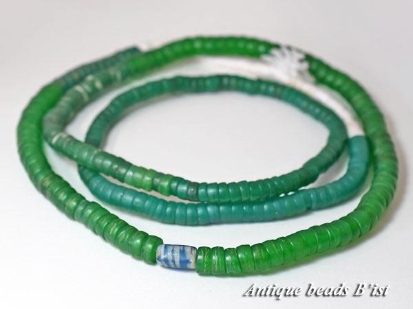 【1612】ANTQボヘミアカンカンバ緑色小粒ビーズ一連2【とんぼ玉】【アンティークビーズ】【ローマングラス】【ビーズ】【パーツ】【チェコビーズ】【骨董】【antiquebeads】【beads】【1612-5】