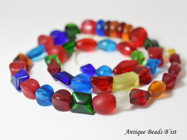 【1812】ANTQボヘミア多色多形状のガラスビーズ一連2【とんぼ玉】【アンティークビーズ】【ビーズ】【パーツ】【ウエディングビーズ】【ウランガラス】【antiquebeads】【beads】【チェコガラス】【送料無料】