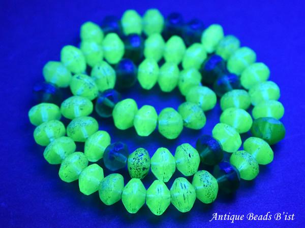 【1902】アンティークボヘミアウランガラス緑色算盤型ビーズ一連3【とんぼ玉】【蜻蛉玉】【トンボ玉】【ボヘミアビーズ】【チェコ】【ウランガラス】【送料無料】【antiquebeads】【beads】【アンティークビーズ】