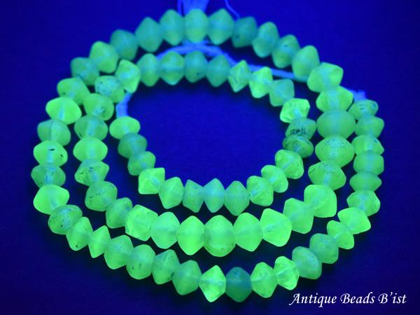 【1907】ANTIQUEボヘミアウランガラス黄色算盤型ビーズ一連1【とんぼ玉】【蜻蛉玉】【トンボ玉】【ボヘミアビーズ】【チェコガラス】【ウランガラス】【送料無料】【antiquebeads】【beads】