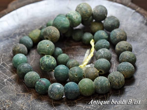 【1801】ジャワ島出土インドパシフィック濃緑色発掘玉一連B1【とんぼ玉】【アンティークビーズ】【ガラスビーズ】【発掘】【骨董】【ビーズ】【パーツ】【antiquebeads】【beads】【送料無料】