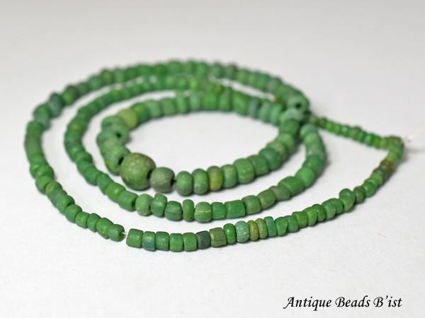 【2001】ビルマ出土ダークグリーン小粒ビーズ一連3【とんぼ玉】【トンボ玉】【アンティークビーズ】【送料無料】【ビーズ】【パーツ】【骨董】【antiquebeads】【beads】【蜻蛉玉】