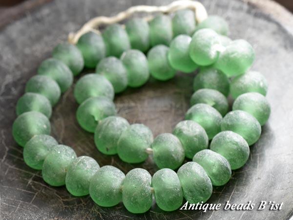 【1603】アフリカンパウダーグラスビーズ(薄緑)一連1【とんぼ玉】【アンティークビーズ】【ビーズ】【パーツ】【ガラス】【beads】