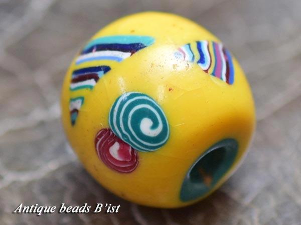 【1605】とんぼ玉 青緑色芯多形うねり紋様黄色玉【とんぼ玉】【トンボ玉】【送料無料】【骨董】【根付】【和玉】【アンティークビーズ】【antiquebeads】【beads】