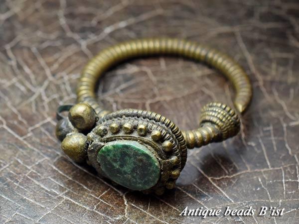 【1710】OLDチベタンターコイズの耳飾り3【とんぼ玉】【トンボ玉】【アンティークビーズ】【トルコ石】【ビーズ】【パーツ】【送料無料】【緑松石】【antiquebeads】【beads】【チベット】