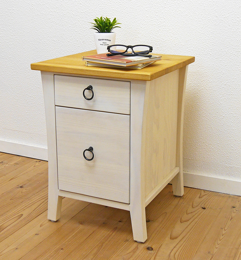Auc-banjo: White Country Furniture / Country Pine Side