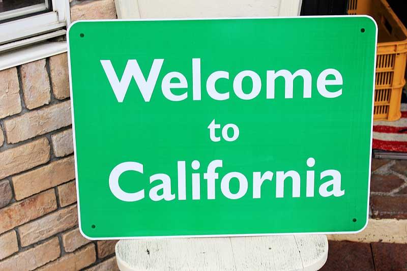 【送料無料】Welcome to California アメリカの道路の標識 人気のカリフォルニア州 トラフィックサイン アメリカン雑貨 アメリカ 雑貨 メタルプレート ガレージ 西海岸 雑貨 おしゃれ 店舗 カフェ インテリア ブリキ看板 大型看板 交通標識