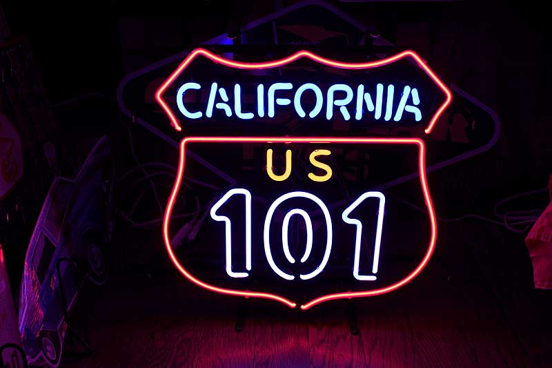 【送料無料】アメリカの国道101号線 標識型 ネオン管 カリフォルニア区間 トラフィックサイン アメリカ 雑貨 おしゃれ カフェ バー ガレージ インテリア 店舗 ネオンサイン 看板