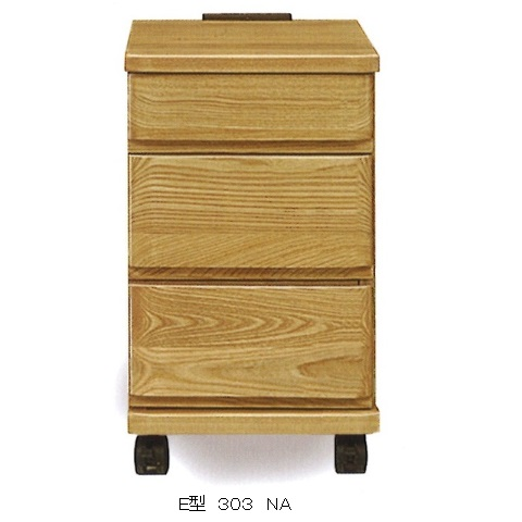 E型 303 ナイトテーブル材質:タモ材3色対応(ナチュラル・ブラウン・ダーク)ストッパー付キャスターで移動も楽々天板に2口コンセント付送料無料(玄関渡し)北海道・沖縄・離島は除く要在庫確認