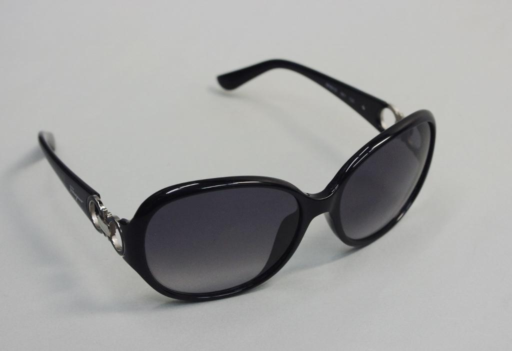 f39b32bad6 Bid Land  Salvatore Ferragamo Salvatore Ferragamo sunglasses SF 601S ...