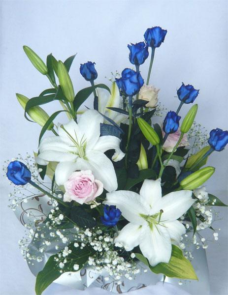 ブルーローズとユリのアレンジメント【青いバラ】【誕生日 花】