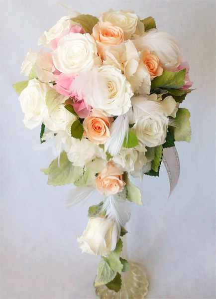 【ウエディングブーケ】あじさいとピーチと白バラのオーバルブーケ