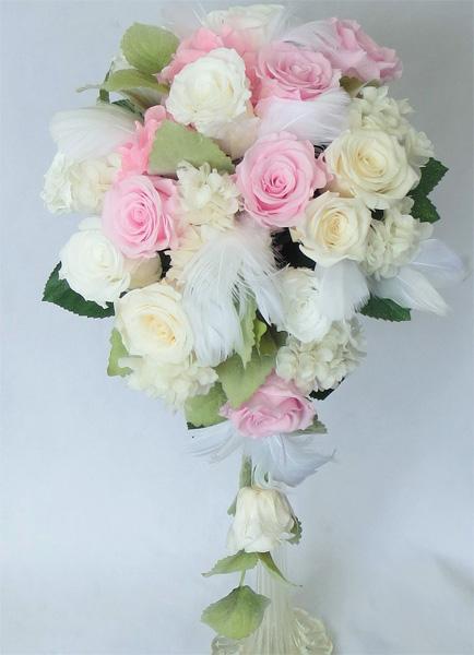 【ウエディングブーケ】あじさいとピンク&白バラのオーバルブーケ
