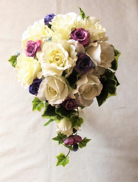 ウエディングブーケ/白バラ&パープルバラセミキャスケードブーケ ブートニア付き