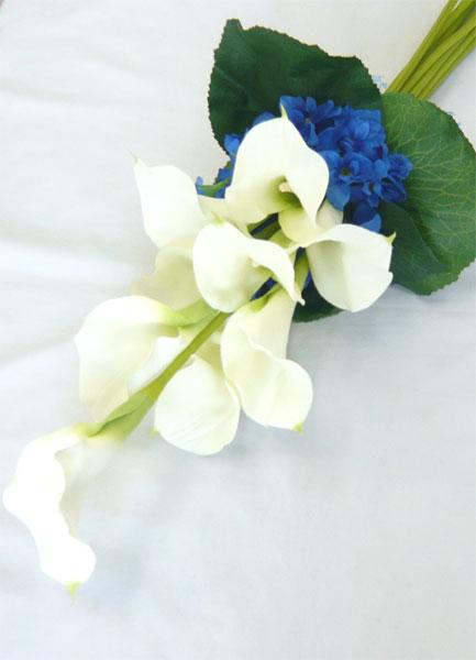 ウエディングブーケ/ブライダルブーケ/カラーとブルー小花のクラッチブーケ ブートニア付き【smtb-tk】