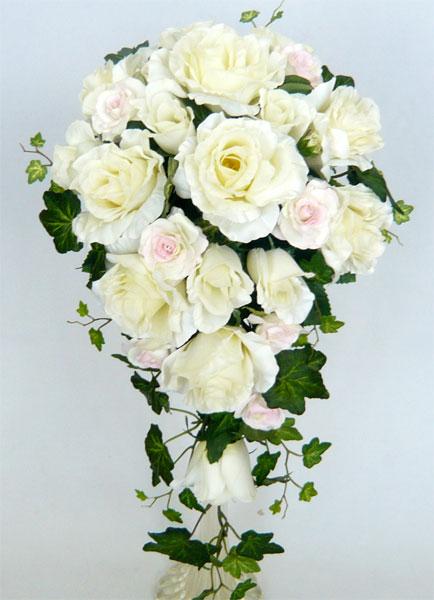 ブライダルブーケ ウエディングブーケ バラキャスケードブーケ/ホワイトローズキャスケードブーケ(淡いピンクバラ入り)ブートニア・ヘッドドレス付き