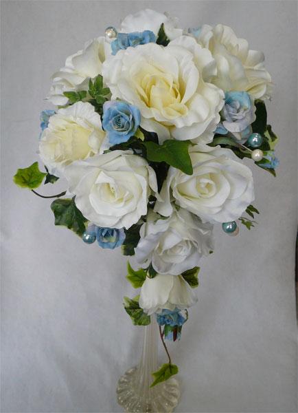 ウエディングブーケ/白バラ&パウダーブルーバラセミキャスケードブーケ ブートニア付き