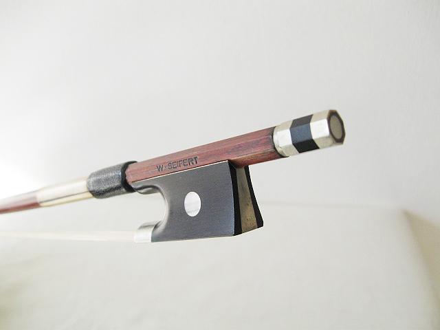 1932年に創設、弓材料は良くシーズニングされたフェルナンブコ 材を使用!【clbwvasf】 Seifert ザイフェルト / NO.129 W.SEIFERT ビオラ用弓【smtb-tk】
