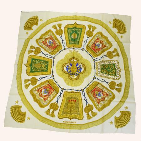 【中古】 エルメス HERMES カレ 大判 スカーフ Poste et Cavalerie サーベル飾袋 ゴールド シルク 100% 68EJ967