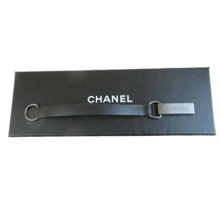 ブラック レザー 保存箱付き 02EP513 【中古】 シャネル メタル ブレスレット 超美品 CHANEL バングル 00A