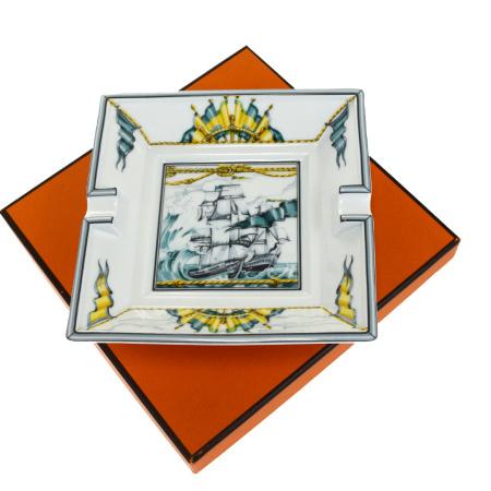【中古】 未使用 HERMES エルメス 灰皿 アッシュトレイ 帆船柄 ホワイト グリーン 陶器 保存箱付き 63BG315