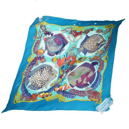【中古】 エルメス HERMES プリーツ カレ スカーフ 熱帯魚 海 ブルー シルク 100% 68SA162