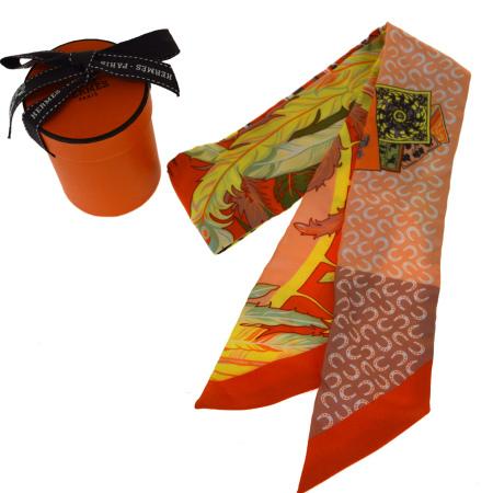 送料無料 【中古】 超美品 エルメス HERMES ツイリー スカーフ 馬 蹄鉄 オレンジ シルク 100% 保存箱付き 61AC081