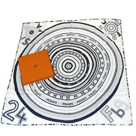 送料無料 【中古】 超美品 エルメス HERMES カレ 大判 スカーフ ホワイト シルク 100% 保存箱付き 68BK586