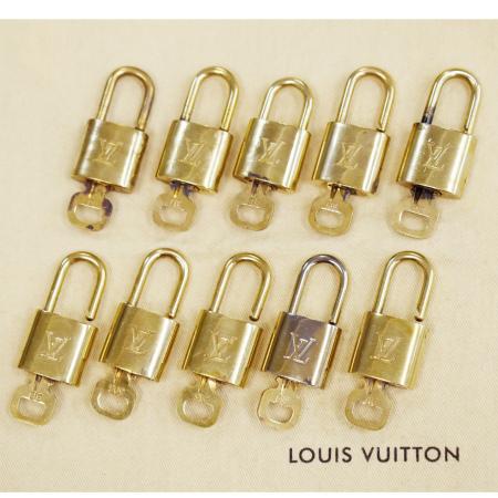 毎日 新商品を続々入荷しています 中古 10点セット ルイヴィトン LOUIS VUITTON パドロック 今だけ限定15%OFFクーポン発行中 メタル ゴールド 鍵 バッグチャーム カデナ 毎週更新 キーホルダー 80MD590