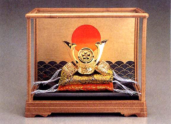 端午の節句 五月人形■ 黄金兜 織田信長 ガラスケース入 ■瑞鳥作 合金(24KGP)製 【高岡銅器】