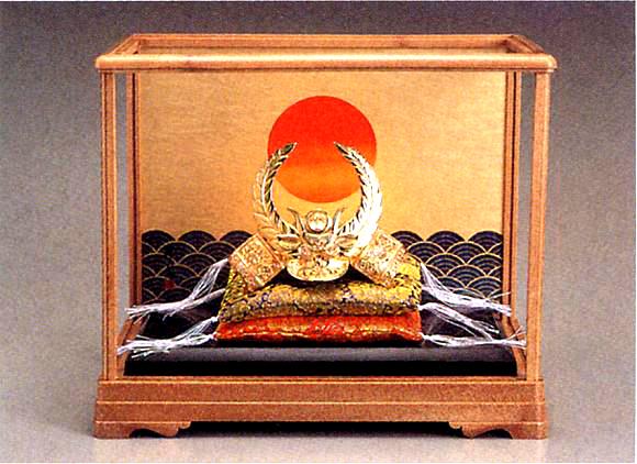 端午の節句 五月人形■ 黄金兜 徳川家康 ガラスケース入 ■瑞鳥作 合金(24KGP)製 【高岡銅器】
