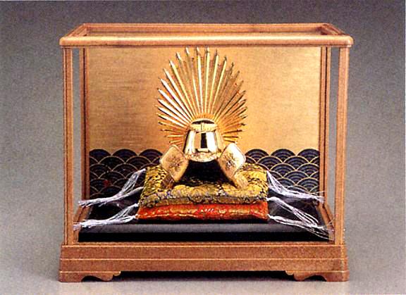 端午の節句 五月人形■ 黄金兜 太閤秀吉 ガラスケース入 ■瑞鳥作 合金(24KGP)製 【高岡銅器】