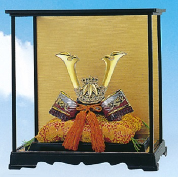 端午の節句 五月人形 兜■ 出世 源義経公兜 ガラスケース付■合金製 【高岡銅器】
