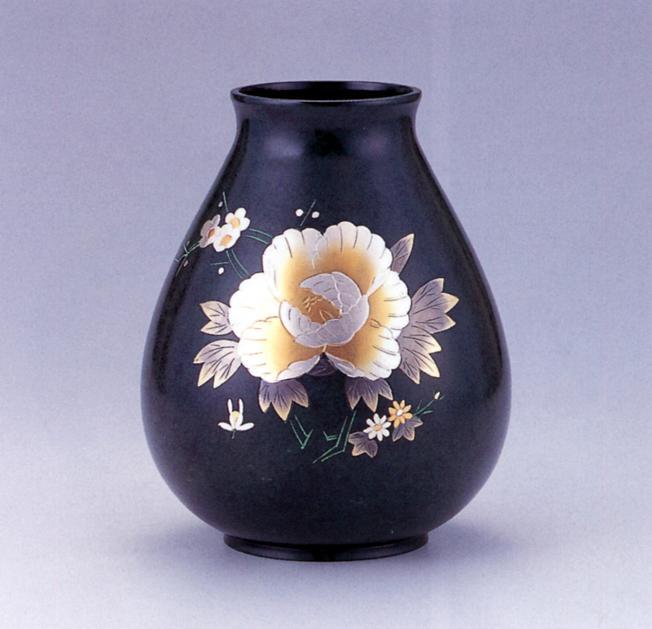 花器・花瓶■ 太達磨型 8号 彫金牡丹 ■銅製 紙箱入り【高岡銅器】