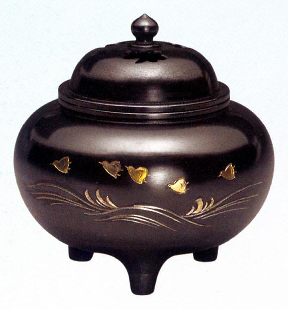 香炉・香立て■ 彫金香炉 平型波千鳥 ■黄銅(真鍮・しんちゅう)製 桐箱入【高岡銅器】