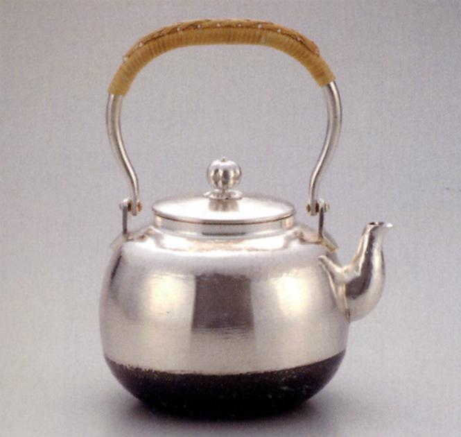 茶器・茶道具■ 銀瓶5号 丸型 銀メッキ ■秀峰堂作 銅板製 紙箱入り【高岡銅器】