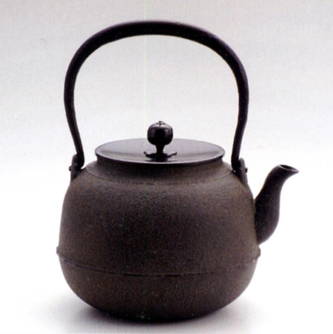 茶器・茶道具■ 鉄瓶8号 真型 ■菊地浄慶作 鉄製 銅蓋 紙箱入り【高岡銅器】