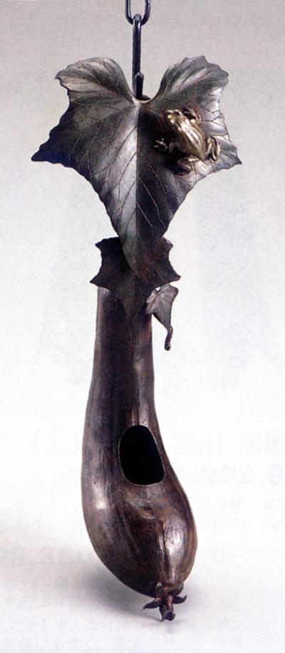 花器・花瓶■ 吊花器 うりに蛙 ■鎖付 蝋型青銅(ブロンズ)製 桐箱入り【高岡銅器】