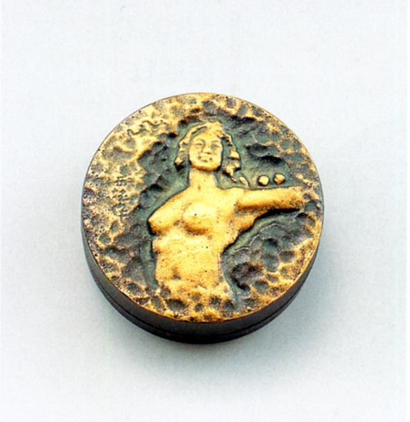 文具 小物■ 朱肉池 平和の女神 ■北村西望作 銅製 金粉仕上 桐箱入【高岡銅器】